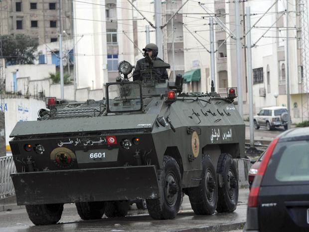 Veículo armado patrulha Ettadhamoun, em Túnis, capital da Tunísia, nesta quarta-feira - Crédito: Foto: AP
