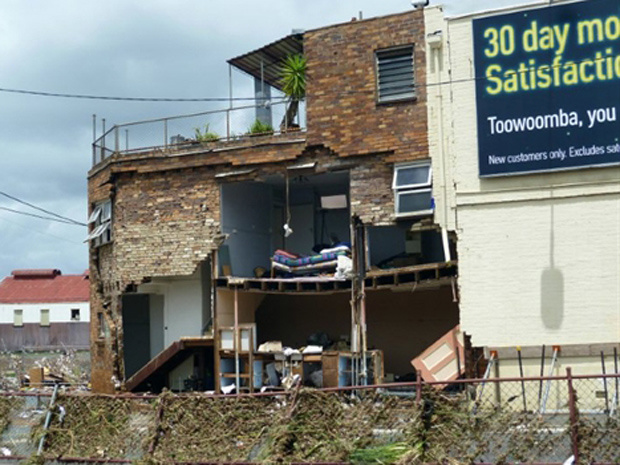 Moradias parcialmente destruídas pela chuva em Toowoomba na quarta-feira - Crédito: Foto: AFP