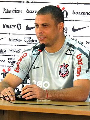 Ronaldo durante coletiva do Corinthians  - Crédito: Carlos Augusto Ferrari / GLOBOESPORTE.COM