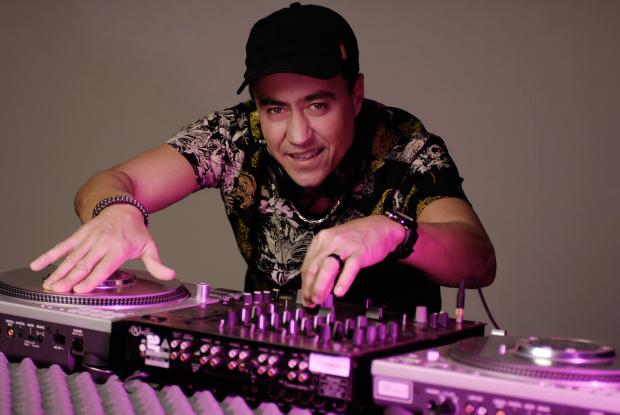 DJ Celso toca neste sábado no Espaço D'Aldeia  - Crédito: Foto: Divulgação