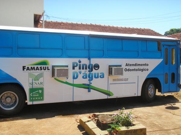 Irregularidades teriam sido constatadas no ônibus de gabinete odontológico  - Crédito: Foto: Rogério Sanches / Fátima News