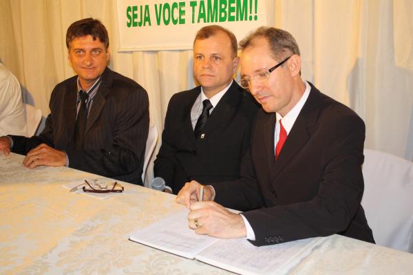 A nova diretoria da CDL tomou posse  na sexta-feira  - Crédito: Foto : Hedio Fazan