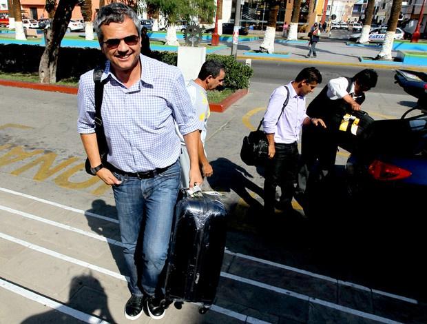 Carlinhos Neves e Sidnei Lobo, ambos da comissão técnica de Mano, já estão em Tacna - Crédito: Mowa Press