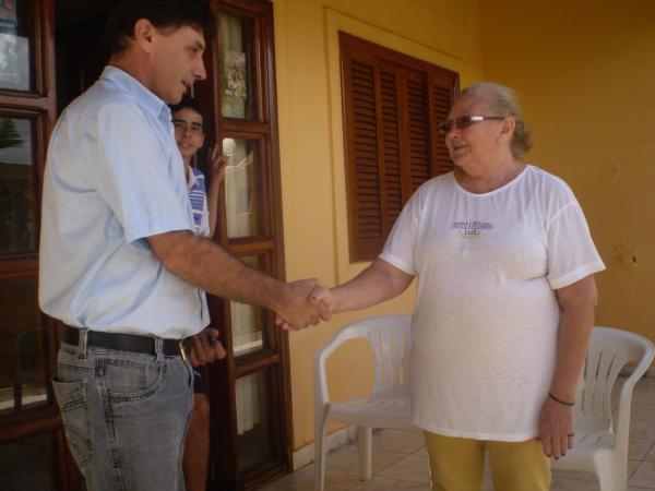 Geraldo Sales conversa com Maria Pereira Menezes   - Crédito: Foto: Silva Junior