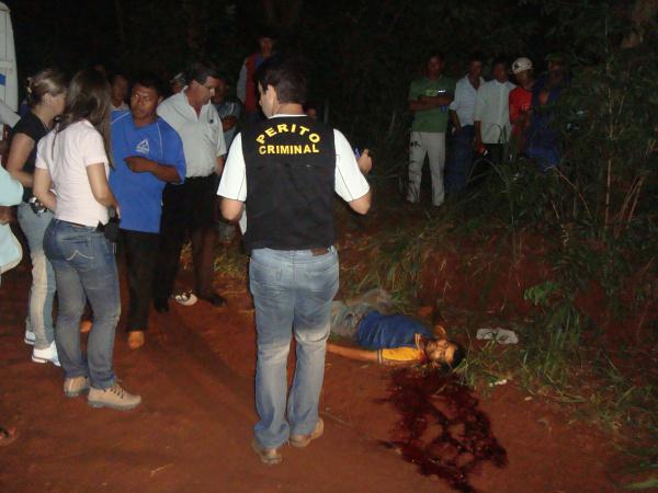 Foto: Cido Costa Indígena apresentava dois ferimentos no pescoço provavelmente feitos por facão Foto: Cido Costa   -