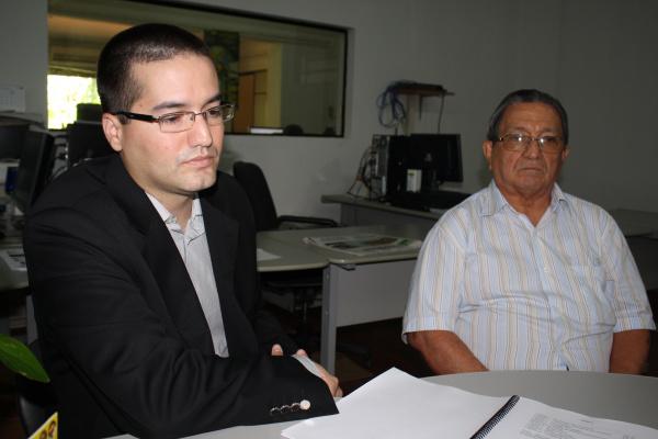 Marco Aurélio com o pai, o promotor Milton José de Paula  - Crédito: Foto: Hedio Fazan