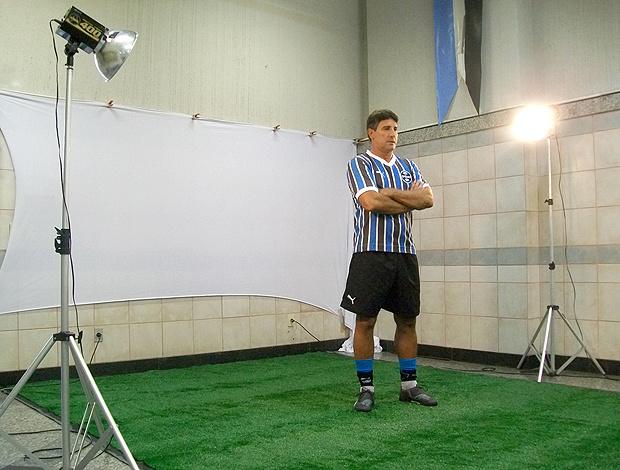 Renato Gaúcho fez pose com braços cruzados - Crédito: Foto: Eduardo Cecconi / Globoesporte.com