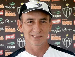 Celso Rezende orienta trabalhos diferenciados no Galo - Crédito: Foto: Lucas Fernando / Globoesporte.com
