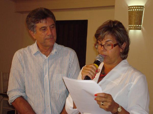 Sandra Oliveira lê documento com pedido de melhorias  - Crédito: Foto: Divulgação