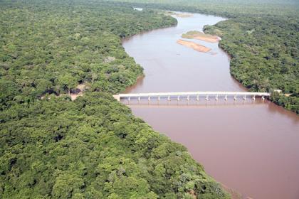 O rio Taquari, que nasce no Mato Grosso, tem grande parte de seu leito assoreado  - Crédito: Foto : Rachid Waqued