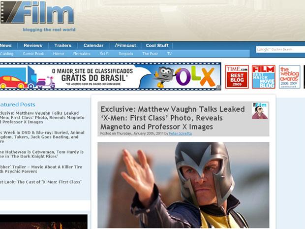Nas fotos divulgadas pelo diretor Matthew Vaughn ao site Slashfilm.com, Michael Fassbender aparece como Erik Lehnsherr, o Magneto. Na imagem, ele veste traje amarelo e seu tradicional elmo. O clássico vilão das HQs da Marvel aparece no novo \'X-Men - Firs - Crédito: Foto: Reprodução/Slashfilm.com