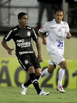Jorge Henrique no duelo com o Bragantino  - Crédito: Foto: Ag. Estado