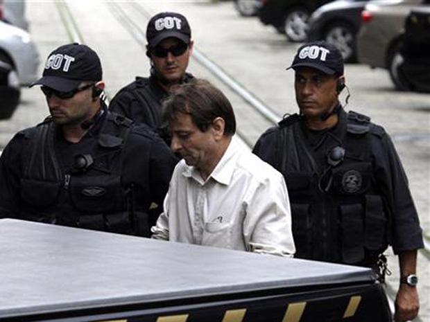 Cesare Battisti chega à Polícia Federal, no Rio de Janeiro, no início de dezembro de 2010. - Crédito: Foto: Reuters