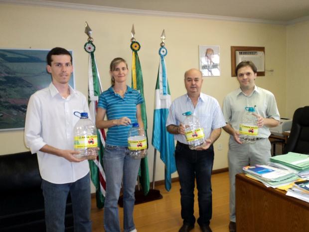 Legenda - Coletores de Papa Pilhas foram entregues em órgãos públicos   - Crédito: Foto : Divulgação