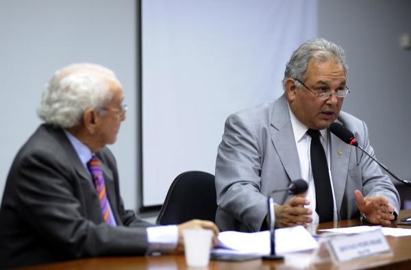 Novais e Guimarães, respectivamente relator e presidente da CPI da Dívida Púbica  - Crédito: Foto: Janine Moraes – Agência Câmara