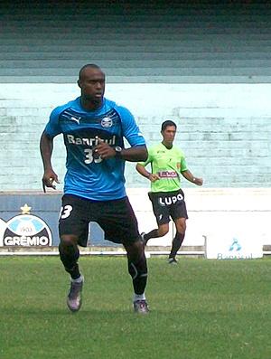 Vinicius Pacheco já treina como gremista  - Crédito: Foto: Eduardo Cecconi / Globoesporte.com
