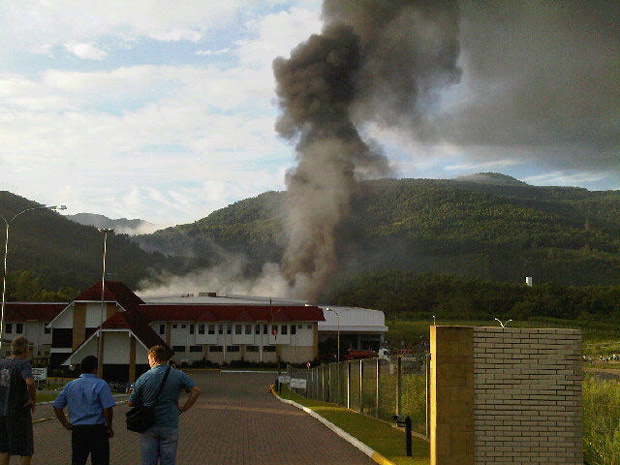Incêndio atinge fábrica de calçados em Picada Café - Crédito: Foto: Jocimar Farina/Agência RBS