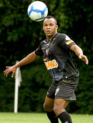 Fernandinho no treino - Crédito: Foto: Luiz Pires / VIPCOMM