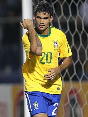 Após boa atuação contra a Colômbia, Willian José deve continuar na equipe titular - Crédito: Foto: Mowa Press