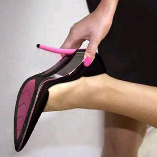 Ao usar o salto alto, a mulher exerce maior peso e pressão nos dedos dos pés  - Crédito: Foto: Divulgação