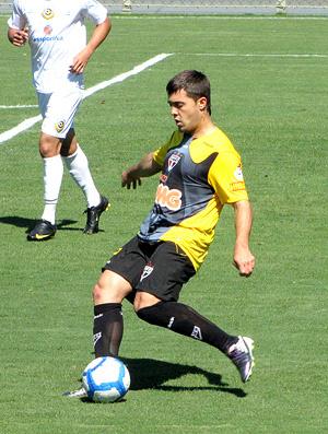 Diogo em ação no jogo-treino do São Paulo  - Crédito: Foto: Marcelo Prado / Globoesporte.com