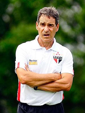 Carpegiani está insatisfeito com o desempenho do time - Crédito: Foto: Marcos Ribolli / GLOBOESPORTE.COM