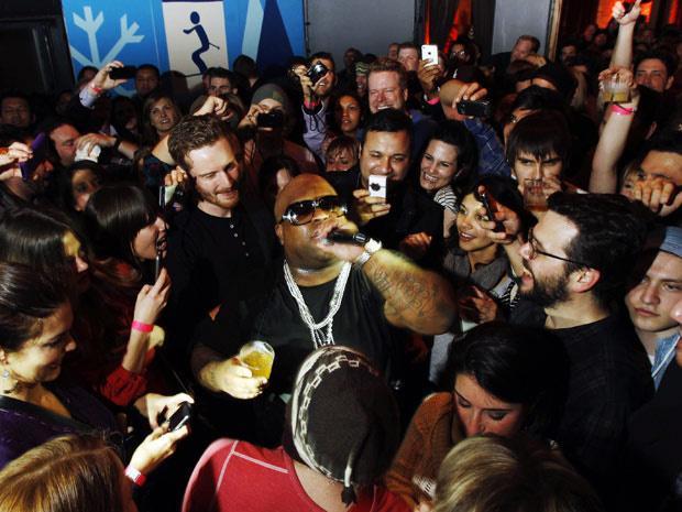 Cercado pelo público, o cantor americano Cee-Lo Green se apresenta durante evento paralelo ao festival de Sundance, nos Estados Unidos - Crédito: Foto: Reuters