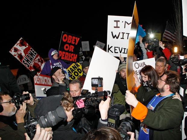 Kevin Smith enfrenta manifestantes no lançamento de seu filme no Festival de Sundance - Crédito: Foto: Reuters