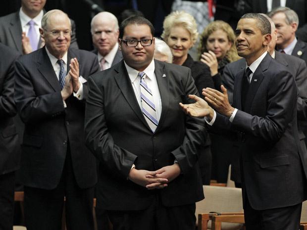 Daniel Hernández Jr. foi ovacionado durante visita do presidente Barack Obama ao Arizona. - Crédito: Foto: Associated Press