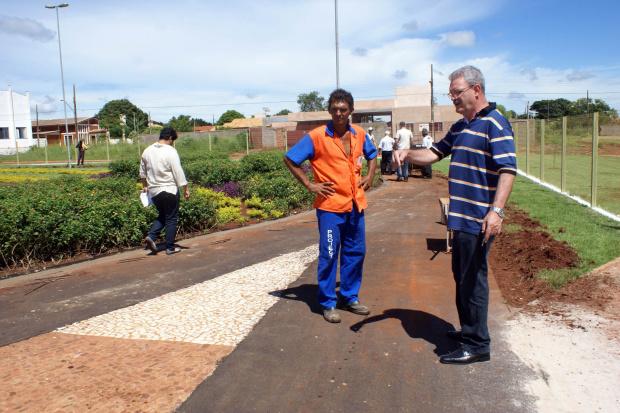 Deputado confere reparos nas obras da Praça do Alvorada  - Crédito: Foto: Ronney Minella
