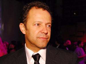 Vik Muniz diz que quer levar catador para Hollywood - Crédito: Foto: Zé Paulo Cardeal/Divulgação