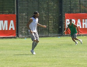 Loco Abreu em treino desta terça-feira  - Crédito: Foto: Gustavo Rotstein / Globoesporte.com