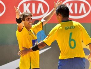 Betinho e Bruno representam o Brasil na 12ª Copa Latina de Futebol de Areia - Crédito: Foto: João Pires