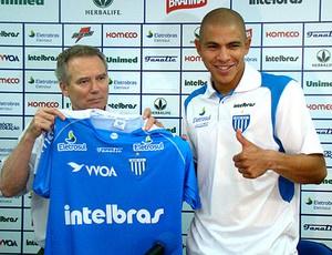 Meia Estrada foi apresentado, mas não pode jogar pelo Avaí - Crédito: Foto: Guilherme Sauthier / Site oficial do Avaí