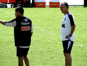 Dorival Jr. e Ricardinho conversam durante o treino  - Crédito: Foto: Lucas Catta Prêta / Globoesporte.com