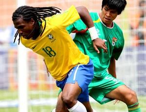 Diego Maurício em ação contra Bolívia - Crédito: Mowa Press