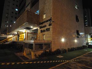 Prédio foi interditado após suspeita de abalo no Recife - Crédito: Foto: Clemilson Campos/JC Imagem/AE