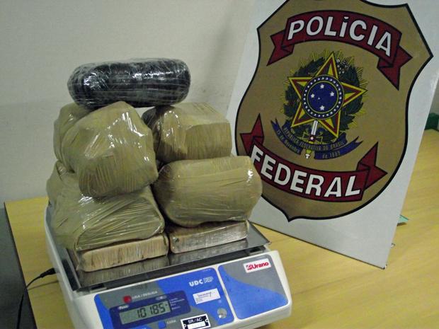 Droga apreendida dentro de mochila no Acre - Crédito: Foto: Divulgação/PF