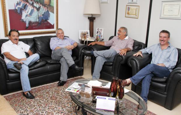 Arroyo, Londres, Jerson e Corrêa durante encontro ontem em Campo Grande - Crédito: Foto: Divulgação