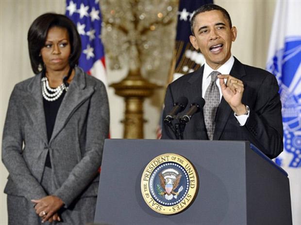 Barack Obama ao lado da esposa Michelle, em discurso recente na Casa Branca. - Crédito: Foto: France Presse