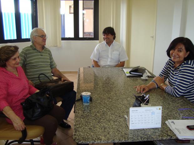 Diretora Adiles, Farnesi e Sérgio Henrique, no gabinete da prefeita Délia - Crédito: Foto: Hédio Fazan