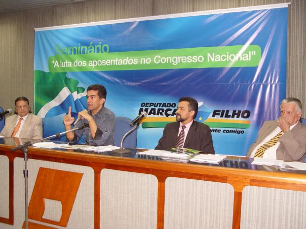 O deputado Marçal Filho federal discursa durante seminário dos aposentados - Crédito: Foto: Divulgação