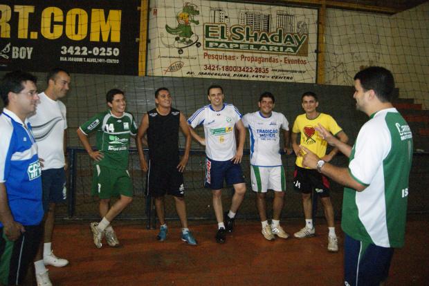 No treino de segunda-feira, Israel começa a trabalhar a equipe da Comercial Mariano - Crédito: Foto: Marcelo Humberto