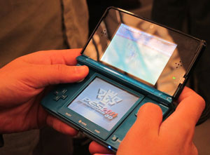 Nintendo 3DS chega ao Japão em fevereiro e concorrerá com o novo PSP.  - Crédito: Foto: Gustavo Petró/G1