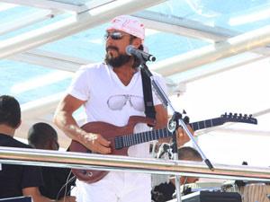 Bell Marques durante apresentação no carnaval de Salvador em 2010 - Crédito: Foto: Edgar de Souza/G1