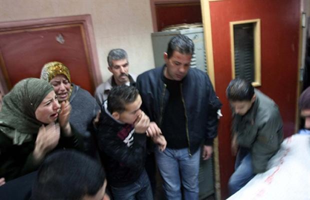 Palentes choram a morte de Udai Maher Qadus nesta quinta-feira - Crédito: Foto: AFP