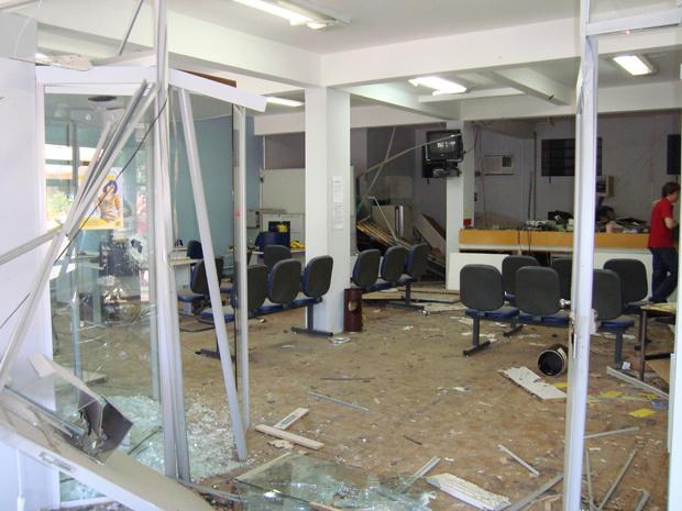 Agência ficou danificada após explosão - Crédito: Foto: Divulgação/Polícia Civil