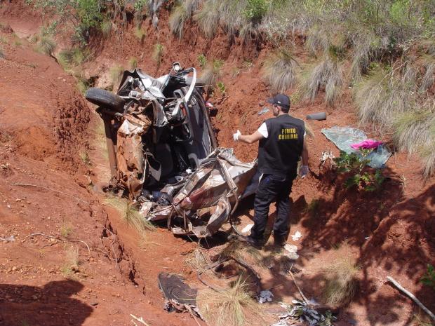 Dos ocupantes do carro apenas o condutor sobreviveu - Crédito: Foto: Sidnei L. Bronka