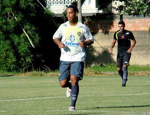 Ronaldinho Gaúcho no treino do Flamengo de quinta - Crédito: Foto: Eduardo Peixoto / Globoesporte.com