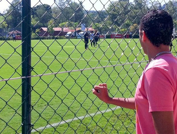 Filho de Rivaldo acompanha o treino do São Paulo em Cotia - Crédito: Foto: Marcelo Prado / Globoesporte.com